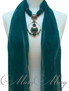 Женский шарф с подвеской Ника от творческой мастерской MaryMary