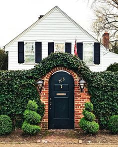 Discover the architectural characteristics and unique interior design traits behind some of the most popular home styles! Facade Design, Exterior Design, Different House Styles, Facade House, House Exteriors, Tiny House Design, House Goals, My Dream Home, Dream Homes