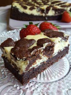 Black and white. Chococheescake Oppskrift til bunnen: 250 gram . Pudding Desserts, No Bake Desserts, Sweet Recipes, Cake Recipes, Norwegian Food, Norwegian Recipes, Brownie Cake, Brownies, Tasty Kitchen