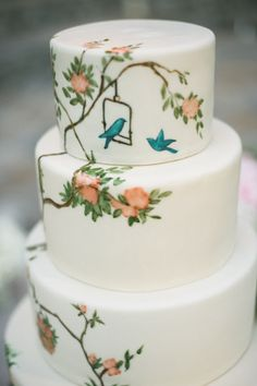 This cake takes my breath away! I LOVE painted cakes! === Painted wedding cakes are inherently special, and we think this particular one with its bird and floral design is just fabulous. Photo by Amy and Stuart Photography via Style Me Pretty Pretty Cakes, Beautiful Cakes, Amazing Cakes, Bird Cakes, Cupcake Cakes, Watercolor Wedding Cake, Painted Wedding Cake, Hand Painted Cakes, Painted Birds