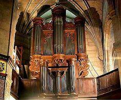 Eglise Notre-Dame Des Vertus - Aubervilliers L'édifice recèle un orgue historique de grande valeur. Sa construction remonte aux années 1630-1635, peu après l'agrandissement de la nef. Il a été attribué au facteur parisien Pierre  LE PESCHEUR