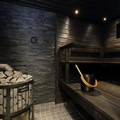 Tumma ja tunnelmallinen sauna Sauna Steam Room, Sauna Room, Bathroom Plants, Bathroom Spa, Bathroom Ideas, Sauna Heater, Spa Interior, Interior Design, Sauna Design