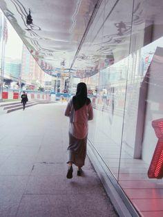 Street style #hijab #fashion #streetstyle #indonesia #hijabstreetstyle #indonesianstyle #hijaboutfit #skirtbluenavy #stripeskirt #tiyafitria #tiyafitriafashion #tiyafitriaoutfit #croptop #pullanbearshoes