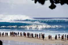 Big waves at Pipeline, North Shore, Oahu, Hawaii