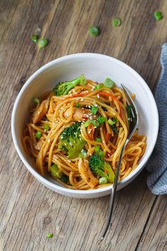 Chicken Pasta and Broccoli Skillet – Flavor overload! Make your own take-out at home with this super easy chicken recipe. Chicken Stir Fry With Noodles, Easy Chicken Stir Fry, Stir Fry Noodles, Easy Chicken Recipes, Healthy Chicken, Healthy Recipes, Asian Recipes, Cooking Recipes, Healthy Pastas