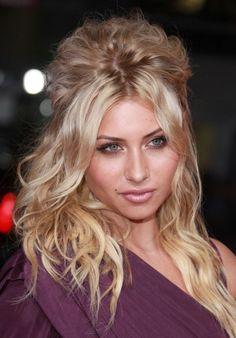 Aly Michalkas gorgeous, blonde hairstyle