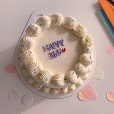 Pretty Birthday Cakes, Pretty Cakes, Beautiful Cakes, Amazing Cakes, Cake Birthday, Fancy Cakes, Mini Cakes, Cupcake Cakes, Simple Cake Designs