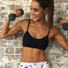 Fitness sensation Kayla Itsines talks us through her at-home abs workout. Whether you want to get in an 'abs day' before work or are looking to tone your tum for holiday season, this easy-to-follow, seven minute video is just the ticket.