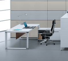 Superbe 500 Series Executive Desk By Jesper Office