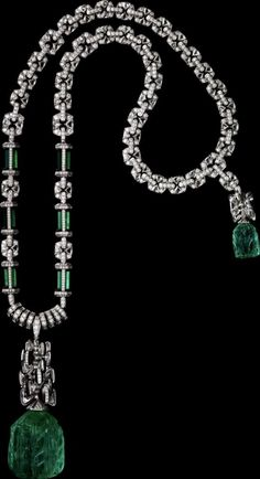CARTIER. Neklace/Bracelet/Pendant - platinum, one 158.96-carat carved emerald from Colombia, one 18.48-carat carved emerald from Colombia, emeralds, triangular-shaped briolette-cut diamonds, black lacquer, onyx, brilliant-cut diamonds. The front chain can be worn as a bracelet, the back chain can be worn as a short necklace and the central motif can be worn on a cord. #Cartier #ÉtourdissantCartier #2015 #HauteJoaillerie #HighJewellery #FineJewelry #Emerald #Onyx #Diamond