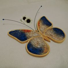 Motýlích křídel šum.