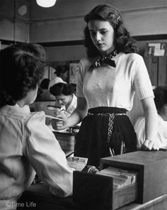 1940s-College-Style- short sleeved sweater
