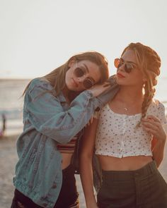 63 Ideas for photography poses winter best friends Bff Pics, Photos Bff, Cute Friend Pictures, Friend Senior Pictures, Funny Profile Pictures, Friend Pics, Friend Goals, Cute Friends, Best Friends