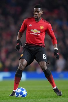 Paul Pogba of Manchester United runs with the ball during the UEFA Champions League Group H match between Manchester United and BSC Young Boys at Old Trafford on November 2018 in Manchester, United Kingdom. (Photo by Laurence Griffiths/Getty Images) Paul Pogba Manchester United, Manchester United Players, Everton, Man Utd Fc, Anthony Martial, Barcelona, Old Trafford, Man United, Uefa Champions League