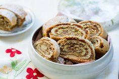 עוגיות מגולגלות עם ממרח תמרים ואגוזים. rolled cookies with dates and nuts
