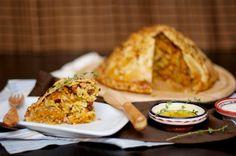 Праздничный пирог Курник с двумя начинками из печенной тыквы с куриной голенью Окраина  и с рассыпчатой  пшенкой обжаренной  с Грудинкой Окраина