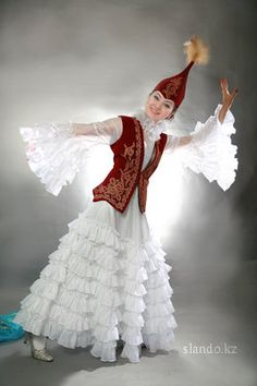 Kazakh national costume Spanish Costume, Mexican Costume, Folk Costume, Costumes Around The World, Beauty Around The World, Exhibition, Historical Clothing, World Cultures, Traditional Dresses