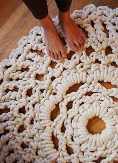 crochet rug in zpagetti Crochet Doily Rug, Knit Crochet, Crochet Patterns, Chunky Crochet, Knitted Rug, Crochet Carpet, Hand Crochet, Finger Crochet, Crotchet