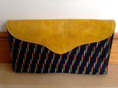 Sac besace à bandoulière en cuir et coton tissé. par Halynta