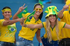 Brazil - Fans of Brazil pose for photo before the International Friendly Match between Brazil and Panama at Serra Dourada Stadium on June 03, 2014 in Goiania, Brazil. (Buda Mendes/Getty Images)