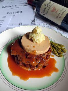 Tournedos Rossini au faux gras / Je cuisine donc je suis. Il s'agit d'une version vegane du célèbre Tournedos Rossini du seitan à la place du boeuf et du faux gras à la place du foie gras. Le tout rehaussé d'une sauce au Madère