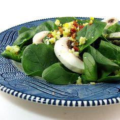 Uma mordida Perfeita: Murcha salada de espinafre - Blue Monday