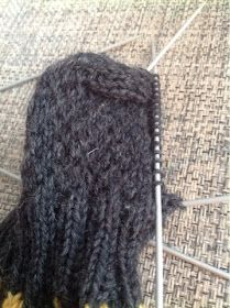 Flowsade: Kaljakarhu-sukat Knitted Hats, Winter Hats, Knitting, Fashion, Moda, Tricot, Fashion Styles, Breien, Stricken