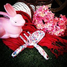#MandarinaHome #Mandarina #regadera #conejo #jardín #foular #cesta #mimbre #pala #rastrillo #rosa #primavera #primavera2015 #decoración #regalo