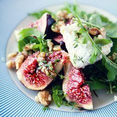 ałatka z figami, białym serem i orzechami w miodzie