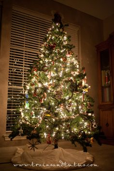 Camera settings for the perfect Christmas tree photo