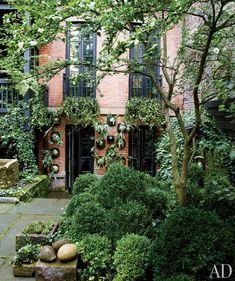 Julianne Moore's garden in NYC