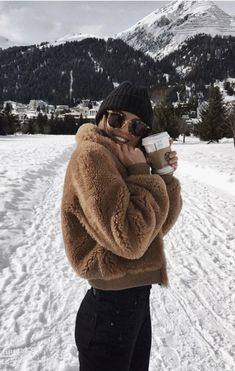 teddy-fleecejacke-strickmutze-yogahose-ray-ban-sonnenbrille-bestes-outfit-outfit-gq/ - The world's most private search engine Winter Outfits For Teen Girls, Winter Mode Outfits, Cozy Winter Outfits, Winter Fashion Outfits, Trendy Outfits, Autumn Winter Fashion, Winter Wear, Snow Outfits For Women, 2016 Winter
