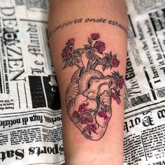 Ontem até umas horas na @lomagarrido, já perdi as contas de quantas tattoos eu fiz nessa mina! Mas essa é especial por estar iniciando um novo ciclo com o intercâmbio na Austrália , toda sorte e felicidade do mundo pra ti garotaaa❤️❤️❤️❤️❣️