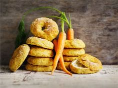 Juuresleipä Bagel, Scones, Baking Recipes, Carrots, Rolls, Vegetables, Food, Breads, Cupcakes