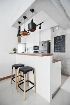 Browse photos of Small kitchen designs. Discover inspiration for your Small kitchen remodel or upgrade with ideas for organization, layout and decor. Kitchen Dinning, New Kitchen, Kitchen Decor, Kitchen Walls, Kitchen Soffit, Dining Area, Kitchen Ideas, Kitchen Cabinets, Kitchen Interior