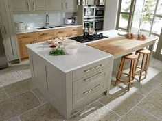 Quick and easy kitchen worktop makeover Inframe Kitchen, Taupe Kitchen, Kitchen Paint, Kitchen Storage, Kitchen Decor, Kitchen Cabinets, Kitchen Island, Design Kitchen, Kitchen Worktops