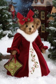 """Holly N. Ivy is the seventh edition to Bearington's series of limited edition holiday musical bears. She plays """"The Holly and the Ivy"""".    2010 TOBY (Teddy Bear of the Year) Industry's Choice Award Winner    2010 Golden Teddy Award Nominee    2010 Collector's Choice Award Nominee"""