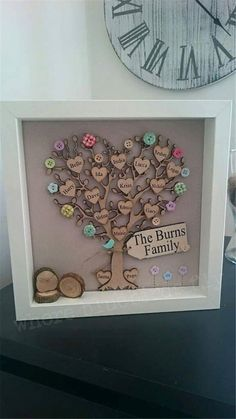 Framed family tree picture, personalised with wooden hearts and scrabble style tiles Más Hobbies And Crafts, Crafts To Make, Arts And Crafts, Craft Gifts, Diy Gifts, Cuadros Diy, Family Tree With Pictures, Family Tree Frame, Family Trees