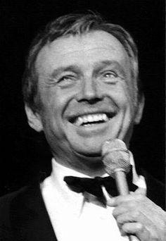 Toon Hermans was een bekend Nederlands cabaretier, zanger, kunstschilder en dichter. Met Wim Kan en Wim Sonneveld behoort hij tot de grote drie van het cabaret van kort na de Tweede Wereldoorlog.17 december 1916 - 22 april 2000
