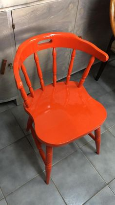 Știți care este culoarea anului 2019?  #savemob #PantoneLivingCoral #reconditionare #coral #color2019 Pantone, Accent Chairs, Coral, Furniture, Home Decor, Upholstered Chairs, Decoration Home, Room Decor, Home Furnishings