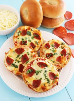The Comfort of Cooking » Easy Mini Bagel Pizzas. Just load up on veggies instead of pepperoni