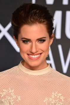 The 12 Best Beauty Moments from the 2013 MTV VMAs: Alison Williams' On-Trend Updo