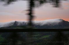 """La nebbia agli irti colli: San Nicola dellAlto. """"Tra le rossastre nubi Stormi d'uccelli neri, Com'esuli pensieri, Nel vespero migrar"""". Giosuè Carducci"""