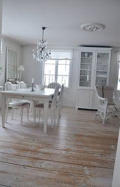 Beautiful Flooring - via Vita Verandan