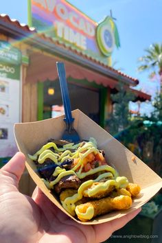 From Mickey-Shaped Macarons to the Carbonara Garlic Mac & Cheese, there are so many great bites and brews to discover at the Disney California Adventure Food and Wine Festival! Carne Asada Steak, Ghost Peppers, Disney California Adventure, Disney Dining, Wine Festival, Disney Food, Mac And Cheese, Walt Disney World, Hot Dog Buns