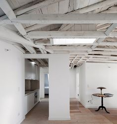 vosgesparis: A white loft apartment in Lisbon French Interior, Modern Interior, Interior Architecture, Interior And Exterior, Interior Design, Roof Truss Design, Roof Trusses, Studio Living, Wooden House