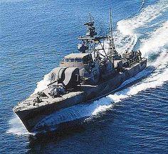 navy boats Swedish Navy, Battle Ships, Us Navy Ships, Fast Boats, Boat Covers, Armada, United States Navy, Military Equipment, Submarines