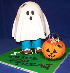 halloween trick-or-treater cake ideas | Halloween Cake with Trick or Treater How cute!