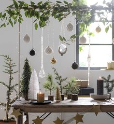 Unique Home Decorating Ideas for the Christmas Holiday Cosy Christmas, Christmas Candles, Scandinavian Christmas, Simple Christmas, All Things Christmas, Christmas Themes, Christmas Holidays, Christmas Crafts, Christmas Decorations