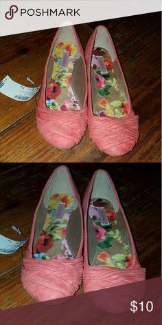 Selling this Pink Flats on Poshmark! My username is: adelaida_liz. #shopmycloset #poshmark #fashion #shopping #style #forsale #Shoes